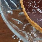 Pastís de xocolata amb escates de sal