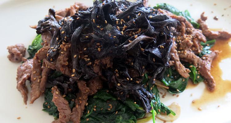 Vedella en salsa d'ostres Chow Mein